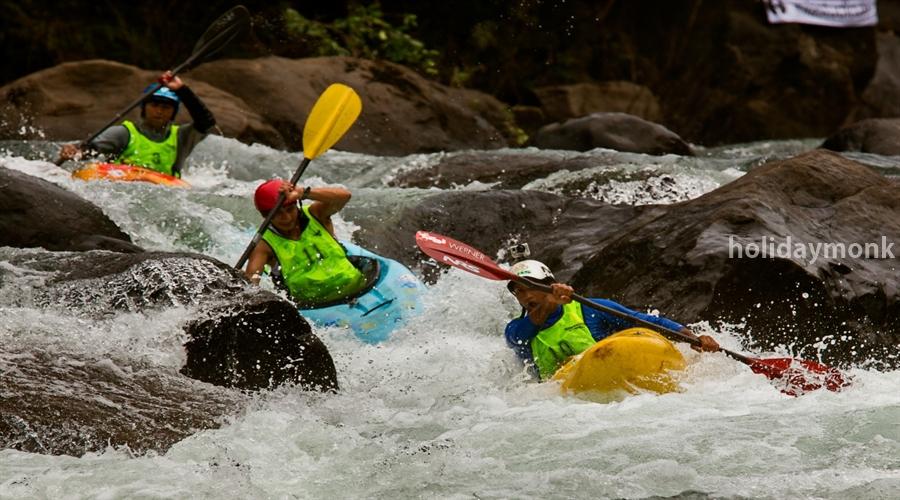 Team Outing Ideas: Kayaking & Canoeing